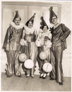 vintage-halloween-costume-clowns